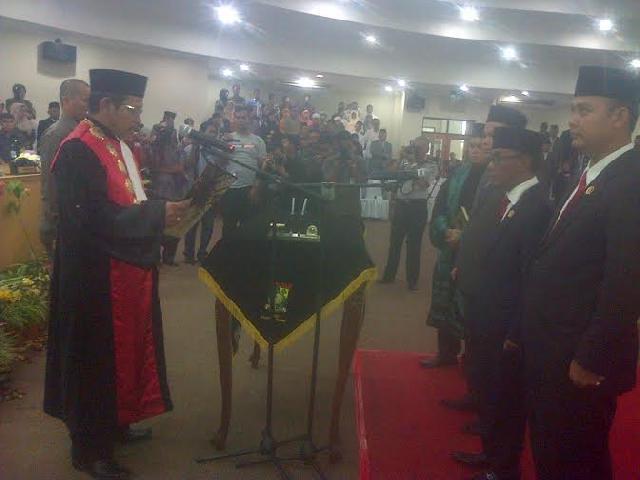 Tiga Pimpinan DPRD Kampar Dilantik, Satu Ditunda