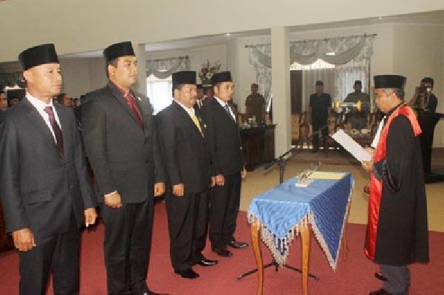 4 Pimpinan DPRD Rohul Defenitif Periode 2014-2019 Resmi Diambil Sumpah dan Janjinya