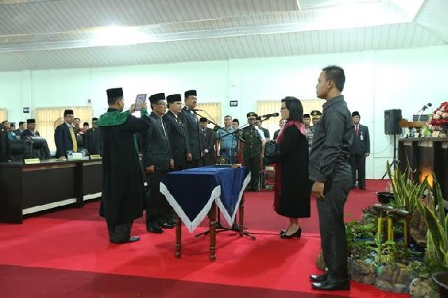 Tiga Pimpinan Defenitif DPRD Meranti Bersumpah