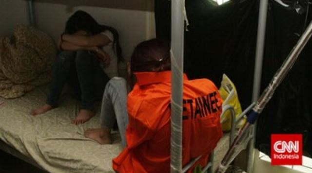 Polisi Tangkap 10 WNA Terlibat Penipuan Online