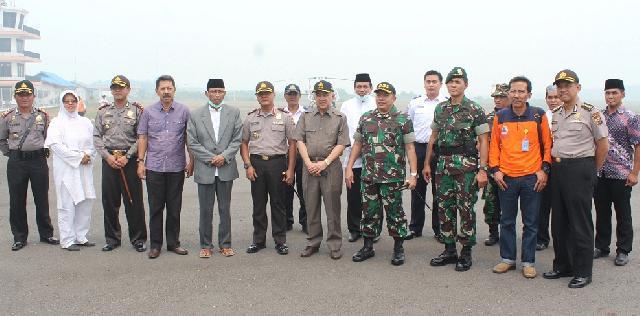Plt Gubernur Riau Kunjungi Posko Karlahut Bandara Japura