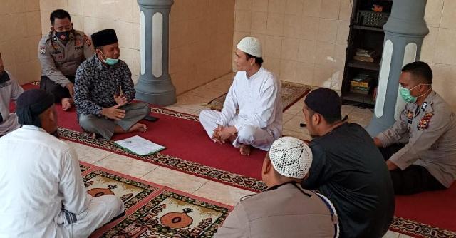 Sering Lihat Teman Sholat dan Baca Buku Agama, Tahanan Polsek Peranap Masuk Islam