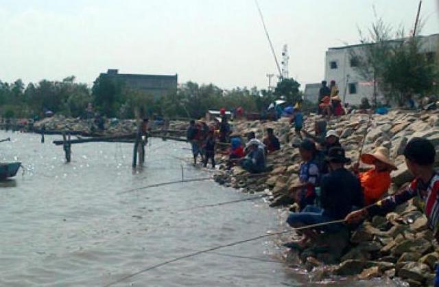 Meski Berkabut, Selat Bengkalis Tetap dipenuhi Pemancing dari Lima Kabupaten/Kota