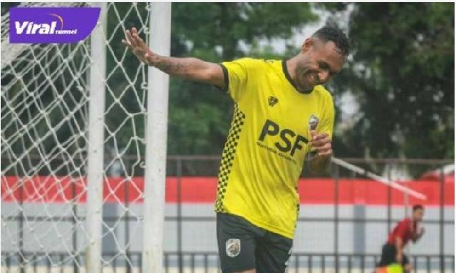 Presiden Borneo FC Persoalkan Kepindahan Titus Bonai ke Muba Babel United