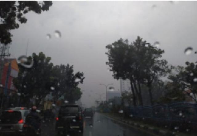Waspada, Hujan Lebat Disertai Petir dan Angin Kencang Berpotensi Mengguyur Riau