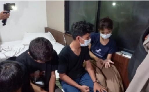 Razia Hotel di Pekanbaru, Polisi Temukan 3 Pria dan 1 Wanita di Bawah Umur Sekamar, Ada Kondom Bekas Pakai !