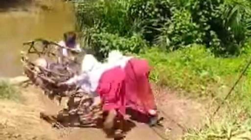 Bupati Kampar Turun ke Lokasi Anak SD Seberangi Sungai Pakai Keranjang