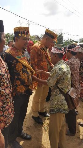 Kedatangan KPU Riau Di Desa Talang Gedabu Untuk Sosialisasi Pilgubri Disambut Dengan Kegiatan Adat