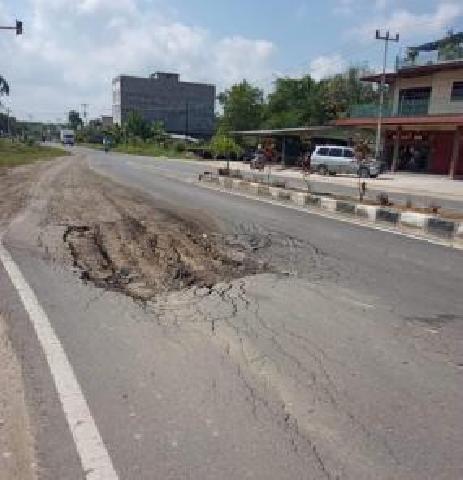 HIMAPP Pekan Baru Minta Pemprov Perbaiki Jalan Dalam Kota Air Molek