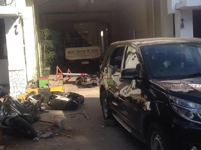 Buntut Bentrok dengan Satpol PP, Lima Polisi Jadi Tersangka Penyerangan Balai Kota