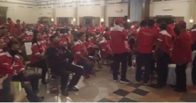 Disaksikan Gibran-Teguh, Musyawarah Ranting PDIP di Solo Diwarnai Aksi Walk Out
