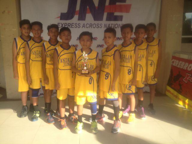 Tim Basketball SDN 007 Pangkalan Kerinci Raih Juara Tiga