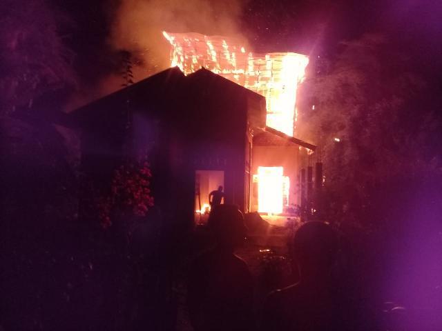 Diduga Akibat Korsleting Rumah Burhanuddin Warga Teluk Belitung Habis Terbakar