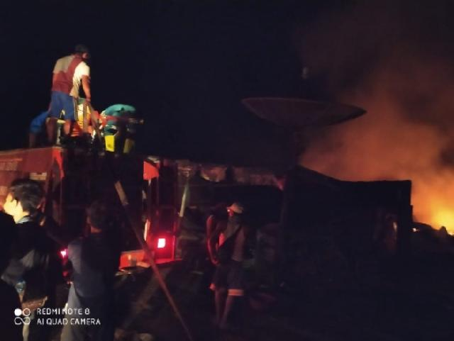 Belasan Warung dan Kios Hangus Dilahap Api