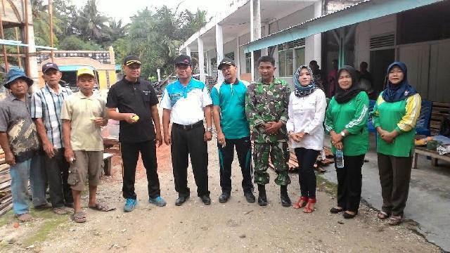 Babinsa Koramil 11 Tbs Melaksanakan Gotong Royong Bersama Masyarakat Desa Bangun Jaya