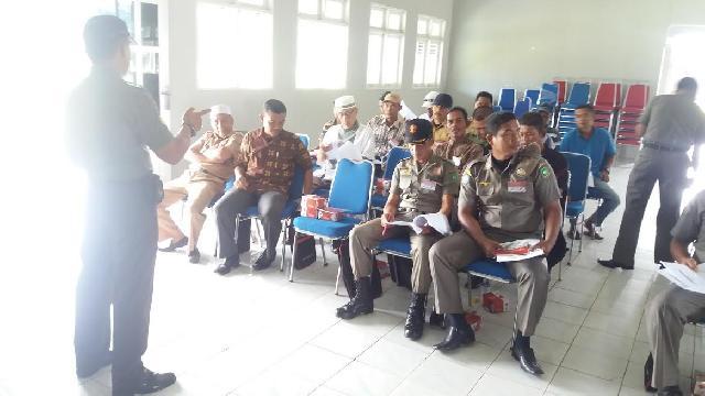 Babinsa Koramil 02/Tebing Tinggi Berikan Sosialisasi Karlahut di Desa Tanjung Samak