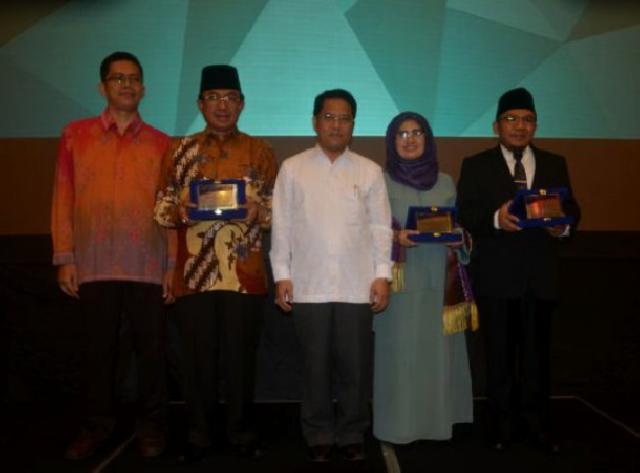 Bupati Terima Penghargaan Program Kemitraan Peningkatan Mutu Pendidikan Madrasah