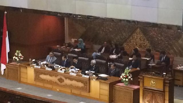 Sidang Paripurna DPR Sepakat Revisi UU KPK Masuk Prolegnas 2015