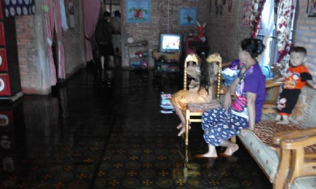 Kepala BPBD Tinjau  Rumah Warga Kebanjiran