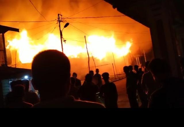 Teluk Belitung Dilahap Api , 4 Bangunan Ludes Terbakar