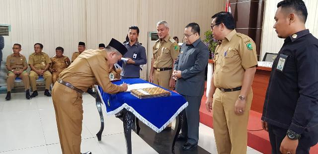 Bupati Meranti Serahkan DPA OPD dan Saksikan Penandatanganan Fakta Integritas Anti KKN