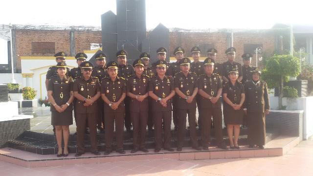 Kejari Rohil Peringati Upacara di Makam Pahlawan Hut HBA ke-57