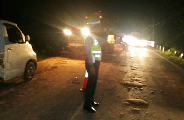 Pengguna Jalan Bersabar, Polisi Amankan Buka Tutup Jalintim Desa Barangan Selama Seminggu