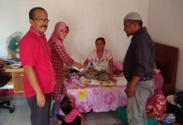Pengurus Forum Pemred Riau Kunjungi Soinah, Penderita Penyakit Tumor Payudara