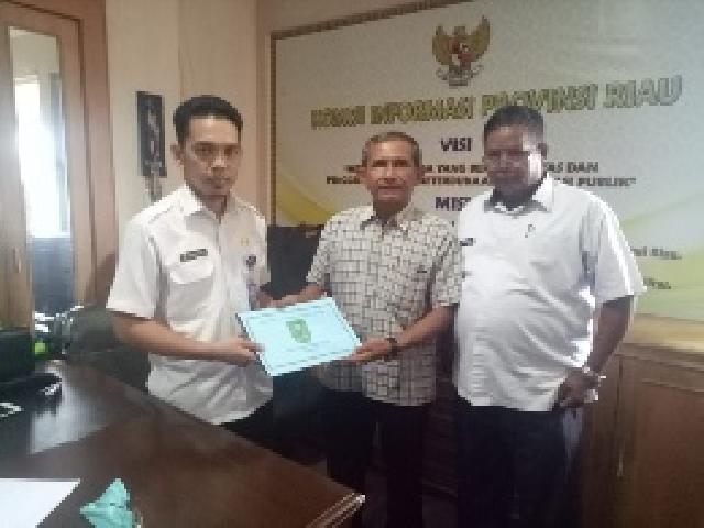 Pemkab Inhu Pertama Serahkan Laporan Keterbukaan Informasi Publik Ke KI Riau