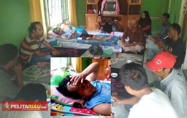 Prihatin, Sahabat Mafirion di Inhu Kunjungi Ngatiyah Penderita Tumor dan Lumpuh