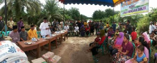 Pemkab Rohil Serahkan Bantuan Bahan Pokok