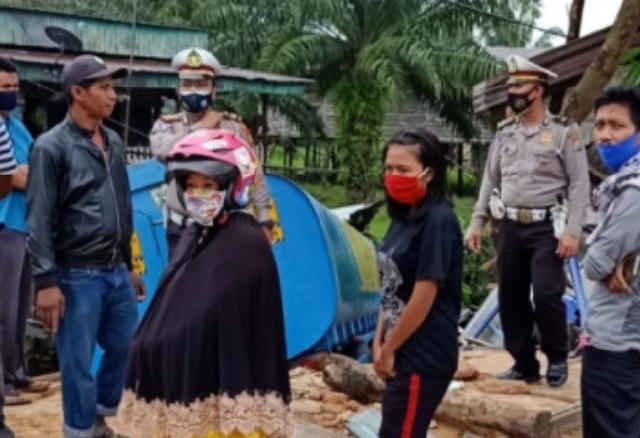 Truk Fuso Tabrak Rumah Berisi Satu Keluarga yang Sedang Tertidur Pulas, Satu Tewas