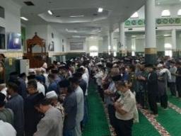 Jenazah Almarhum Datuk Seri Al Azhar Di Shalatkan di Masjid Raya Annur Riau