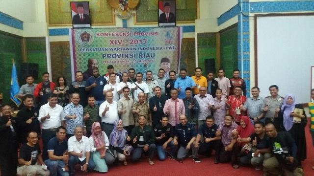 Bupati Pelalawan HM Harris Tutup Konferensi Propinsi XVI PWI Riau