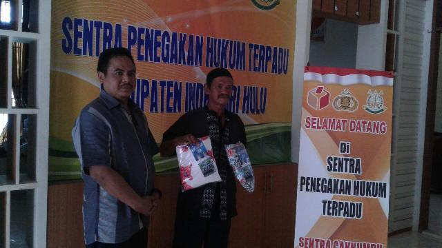 Kampanye dan Bagi-Bagi Bakal Baju di Hari Tenang Pilkada Riau, Lihat Isi dalamnya Bikin Tercengang