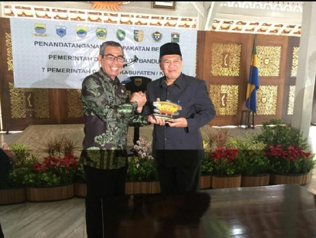 Pemkab Kuansing, Tandatangani Kerjasama Aplikasi Smart City dengan Pemko Bandung