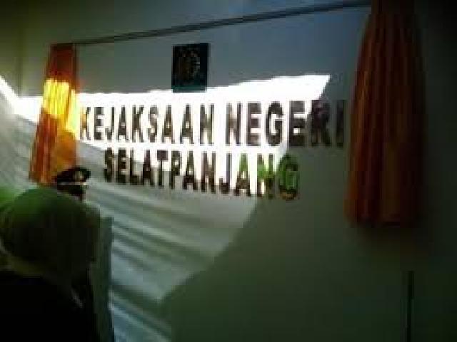 Katua Yayasan Meranti Bangkit (YMB) Kembali Di Periksa Kejaksaan Negri Kabupaten Meranti