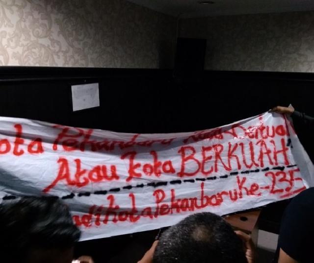 Ingin Bentangkan Spanduk di HUT Pekanbaru, Aksi Mahasiswa UR Digagalkan Petugas Keamanan