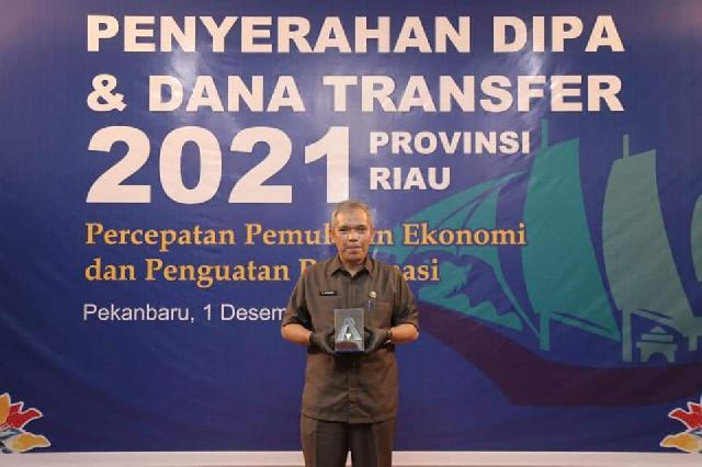 Bupati Meranti Raih Penghargaan Pengelolaan Dana Desa Terbaik dan WTP 5 Kali Berturut Dari Kemenkeu