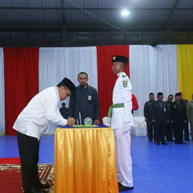 Bupati Meranti Kukuhkan Pasukan Paskibraka HUT RI Ke-73 Tahun 2018