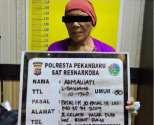 Jadi Bandar Ganja, Emak-emak 60 Tahun Ditangkap Polisi