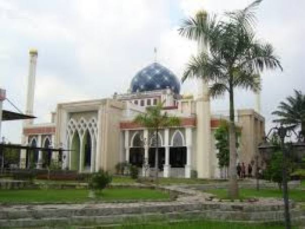 Masjid Daarul Abrar DPRD Riau Potong 20 Ekor Sapi Kurban