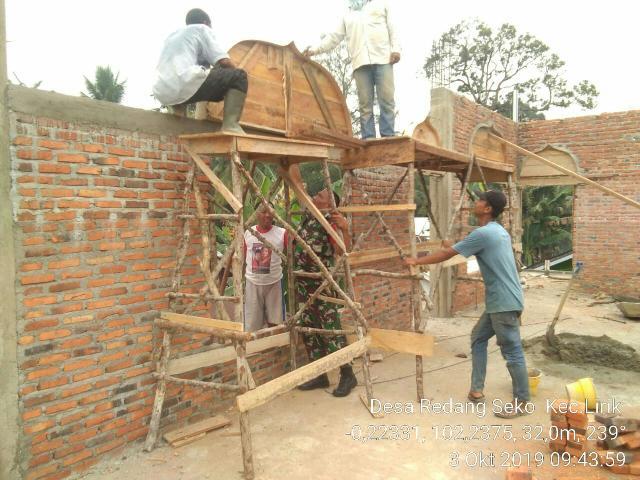 Babinsa 04/PP Goro Dengan Warga Desa Redang Seko Rehap Masjid