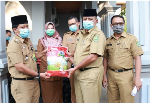 Pemkab Siak Salurkan Bantuan Tahap II Sebanyak 587 Paket Sembako Untuk ODP di Kabupaten Siak