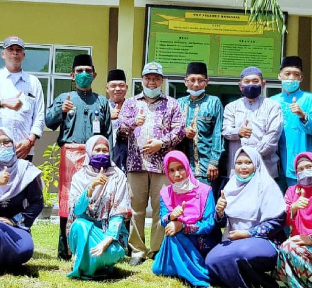 Bupati Meranti Tinjau Pembelajaran Tatap Muka Pertama di Riau Ditengah Pandemi Covid-19