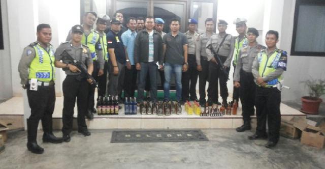 Team Gabungan Polres Pelalawan Berhasil Amankan Puluhan Botol Minuman Keras