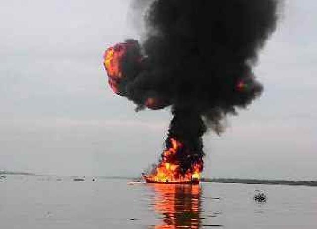 Ini Penyebab Terbakarnya Kapal Bermuatan BBM di Tembilahan
