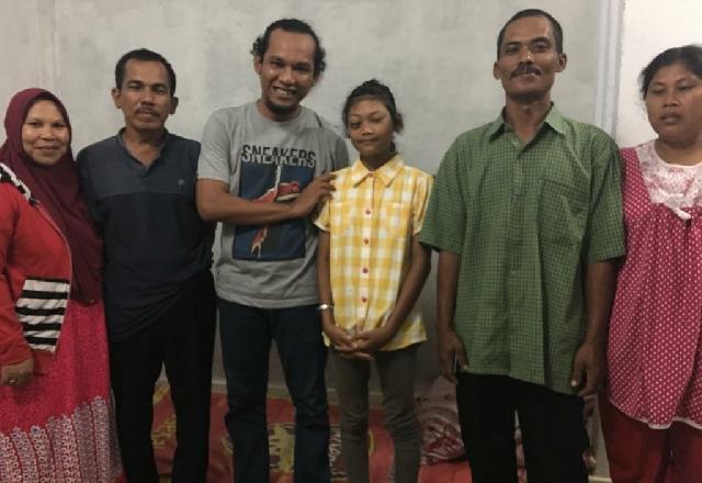 Sahabat Mafirion Jenguk Rianjuniarna Siswi SDN di Rengat Penderita Tumor di Mata
