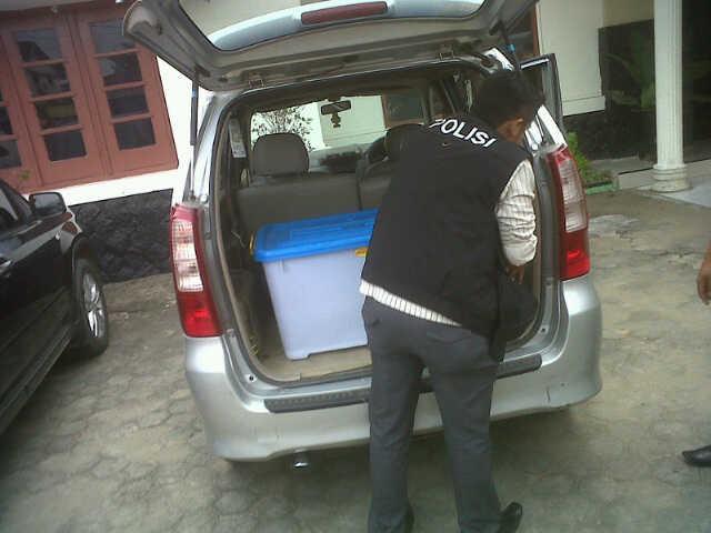 Polisi Tipikor Sita Satu Peti Berkas  dan CPU Milik BKD Inhu