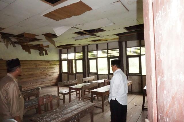 Bupati Inhil Tinjau Kondisi Memprihatinkan SDN 011 Desa Sungai Ambat, Enok